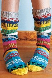 Веселые вязаные носочки