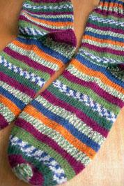 Полосатые вязаные носки